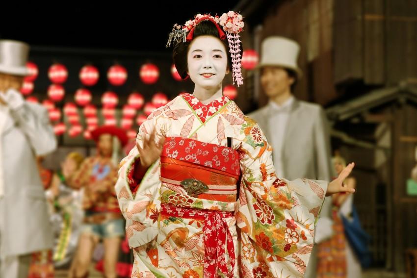 lady-maiko-3_mid