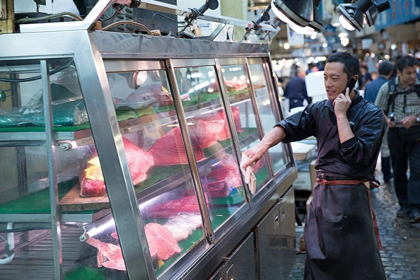 tsukiji_tuna_vendor-1024x683