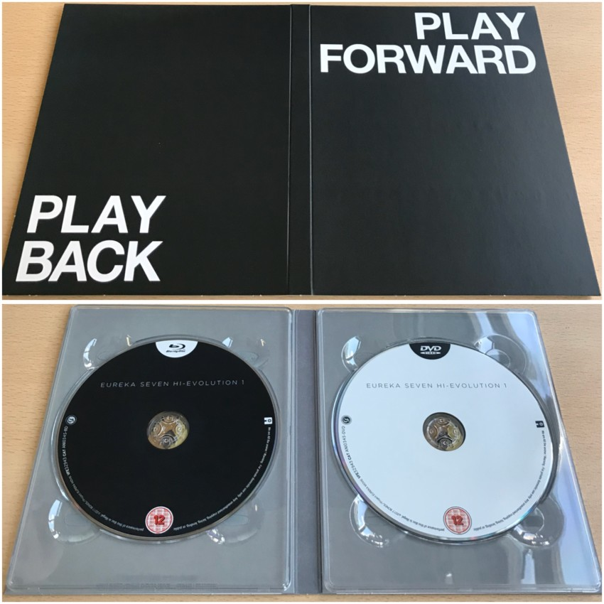 The digipack. Outer side (top) and inner side with discs in place (bottom).