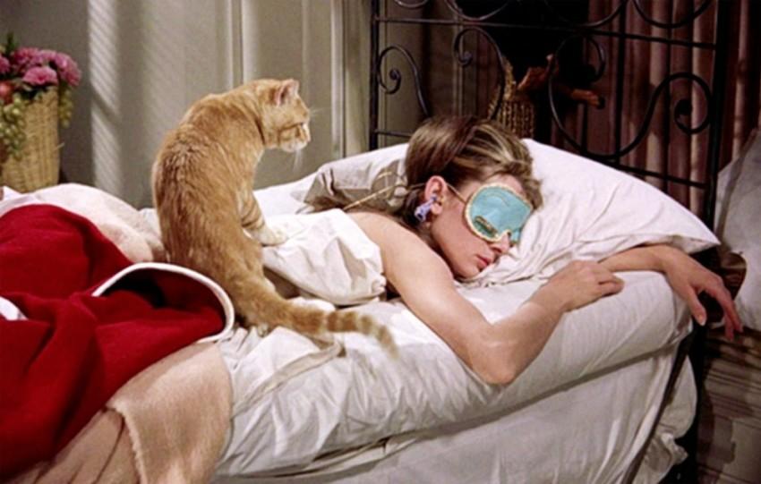 breakfast-at-tiffanys-1961-002-audrey-hepburn-bed-mask-cat